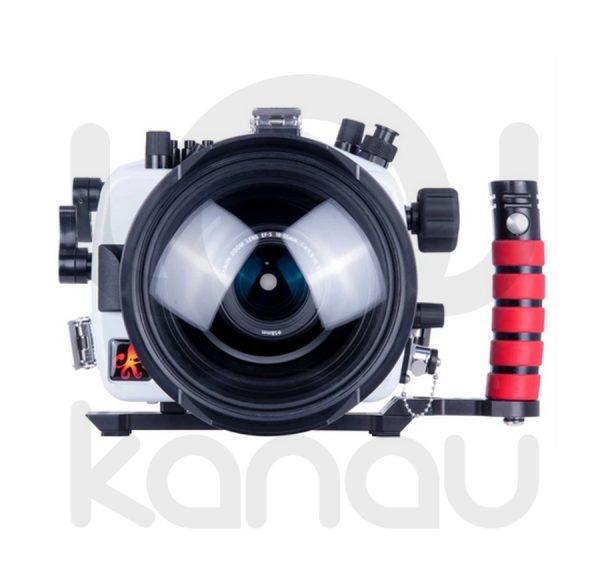 La carcasa Ikelite específica para cámara Canon EOS 90D está fabricada en ABS gris en la parte delantera y policarbonato de alta-resistencia en la parte trasera. Los mandos son de acero inoxidable, tenemos control total de los mandos de la cámara.