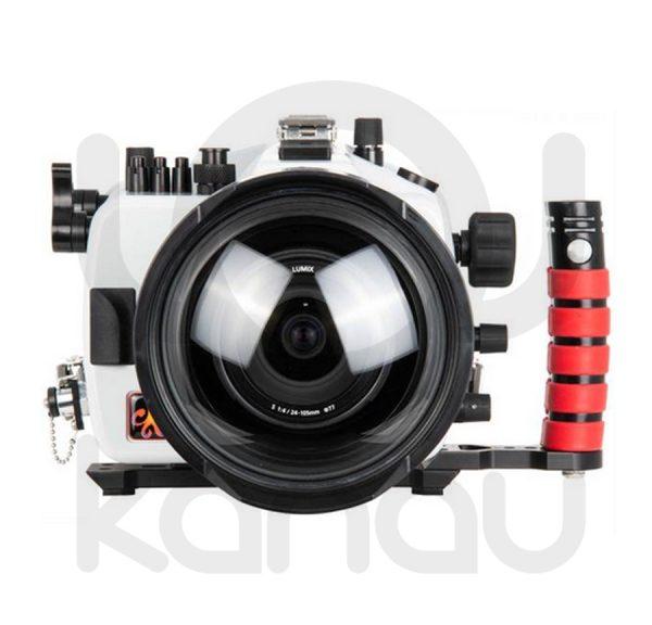 La carcasa Ikelite específica para cámara Panasonic Lumix DC-S1 y DC S1R, está fabricada en ABS gris en la parte delantera y policarbonato de alta-resistencia en la parte trasera. Los mandos son de acero inoxidable, tenemos control total de los mandos de la cámara.