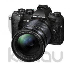 Kit Olympus compuesto por cámara OM-D E M5 Mark III con objetivo M. Zuiko 12-200 mm color negro. Puedes adquirirla financiada al 0% de interés, paga a 10 meses sin intereses, sin ningún tipo de comisión.