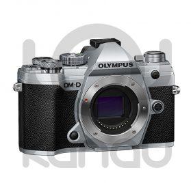 Olympus OM-D E-M5 Mark III, cuerpo color plata. Puedes adquirirla financiada al 0% de interés, paga a 10 meses sin intereses, sin ningún tipo de comisión.